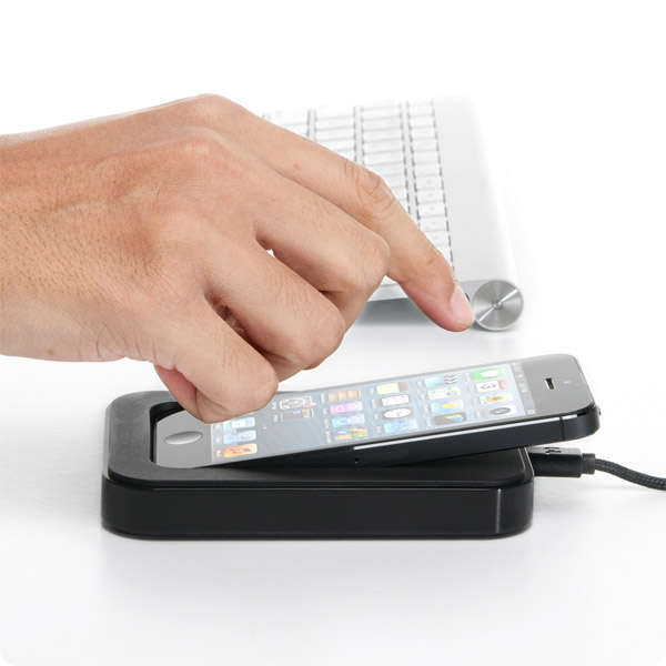 Lightning: Dock your iPhone right where you need it (Black)