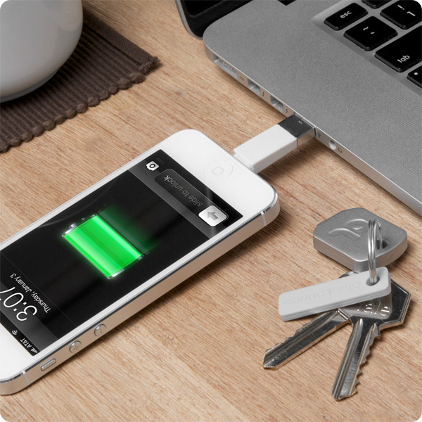 Lightning: Charging iPhone 5 from a MacBook Pro (White)