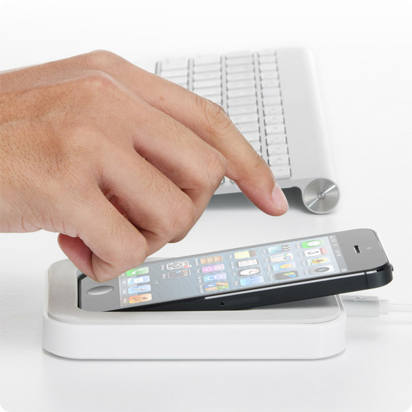 Lightning: Dock your iPhone right where you need it (White)