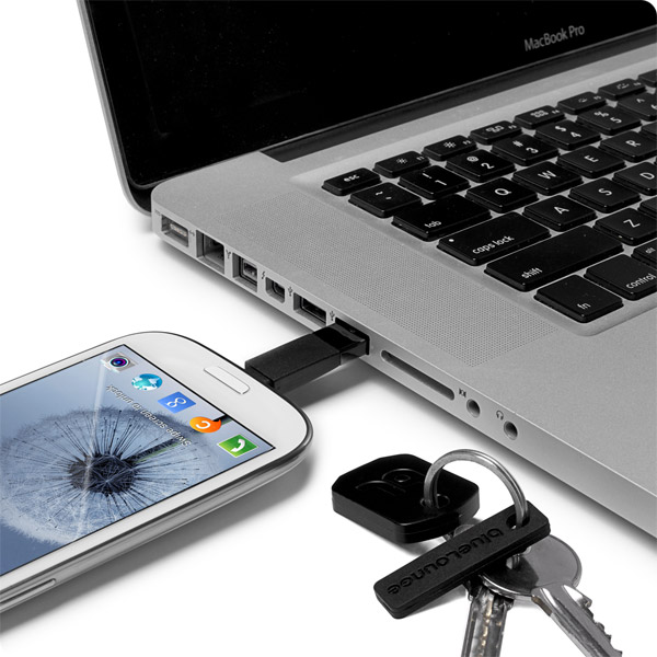 Micro USB: Charging Galaxy S4 from a MacBook Pro (Black)