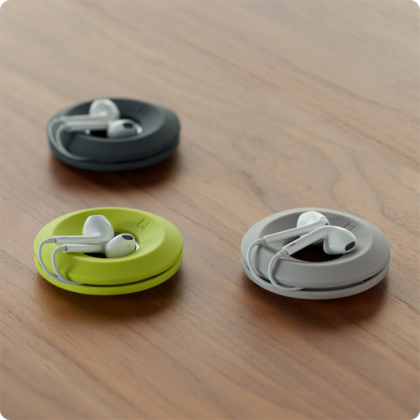 Cableyoyo: Magnetic center holds earbuds