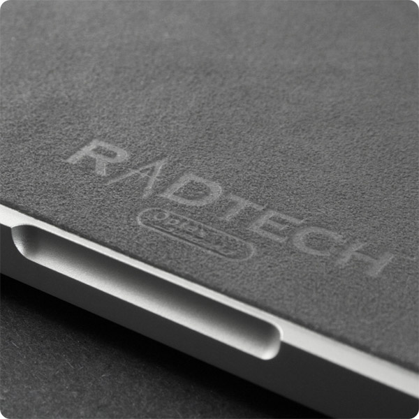 MacBook/MacBook Pro 13-17in: Elegant emblazoned logo (Gray)